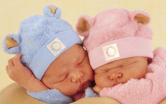 как зачать двойню или близнецов естественным путем