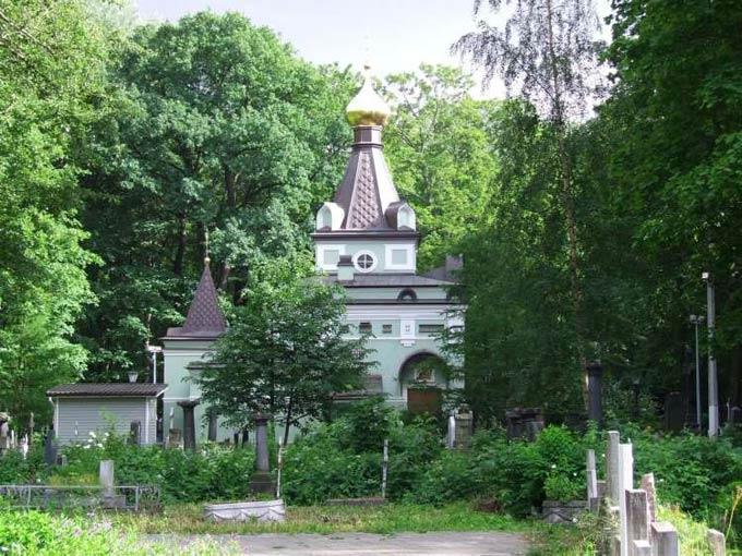 Часовня и могила блаженной Ксении